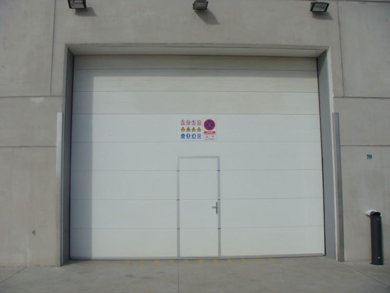Sekcijska industrijska vrata